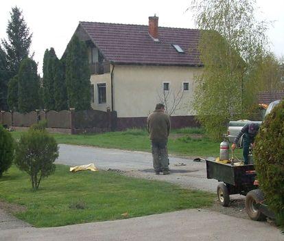 A Maglócai utca kátyúinak javítása 1