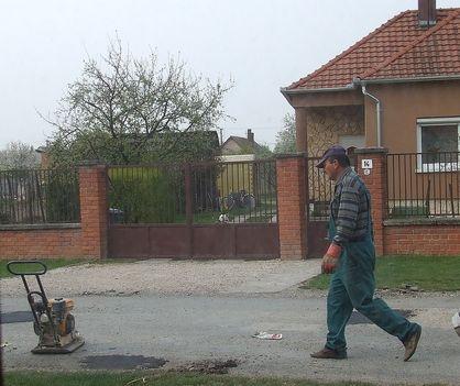 A Maglócai utca kátyúinak javítása 6