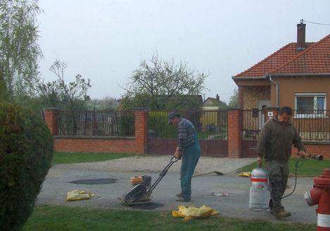 A Maglócai utca kátyúinak javítása 8