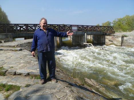 Denkpáli hallépcső és megcsapoló műtárgy 2014. április 07.-én, a Kisbodakiak kedvelt kirándulóhelye