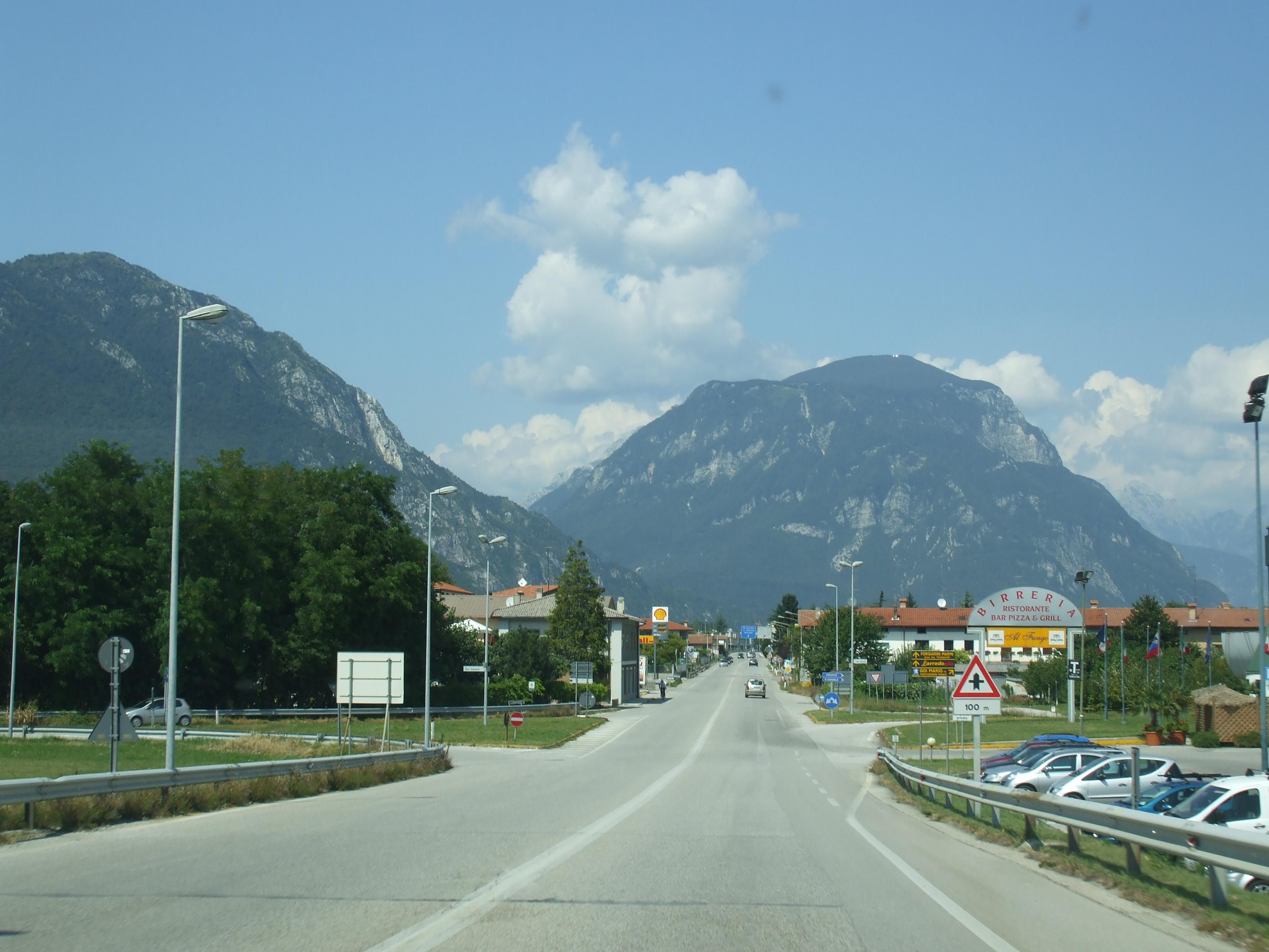 Tombol a nyár az Alpokban