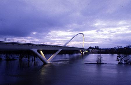 modern híd