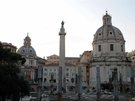 Marcus Aurelius oszlopa a Pza.Colonnán