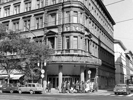 Budapest, Erzsébet (Lenin) körút - Dohány utca sarok, Híradó mozi