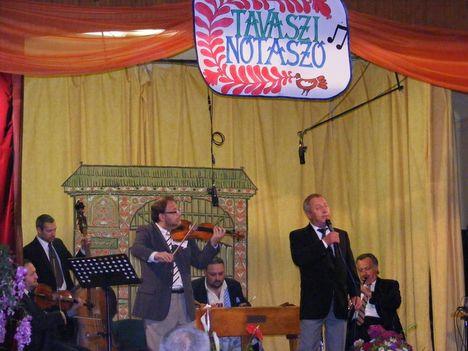 Csefán Laci Gyöngyöstarjánban Nótázik 2014 május 31