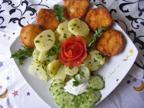 Rántott sajt petrezselymes burgonyával