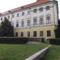 A Barokk palota is renoválásra  vár....
