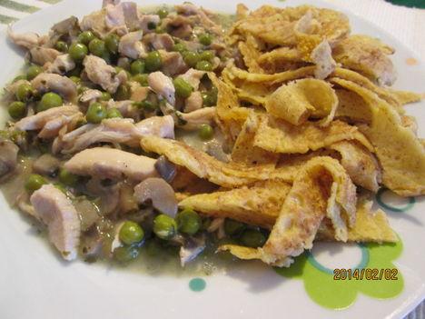 Zöldséges csirkemell palacsinta metélttel