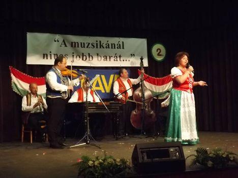 """""""Ahol az én bölcsőm ringott.."""" címadó nótát énekeltem Dunaharasztin 2014. június 21-én"""