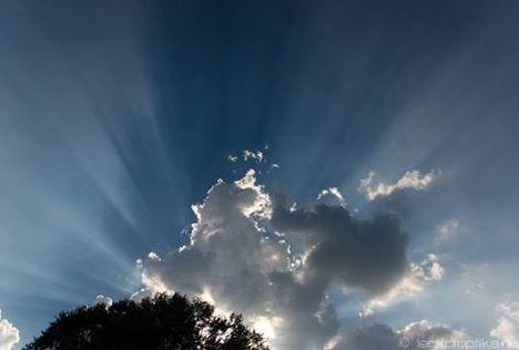 Suttogó Gabriel :Bohókás felhő