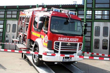 AQUADUX-X 4000, RÁBA-HEROS - Bemutatták az új magyar gyártású tűzoltóautó prototípusát, melynek kivitelezésében a Rába, a Renault és a Katasztrófavédelem is részt vett
