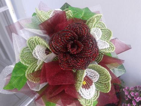 rozsa orchideakkal