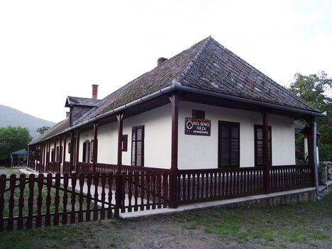 Pusztafalu  Öreg Bence Turistaház