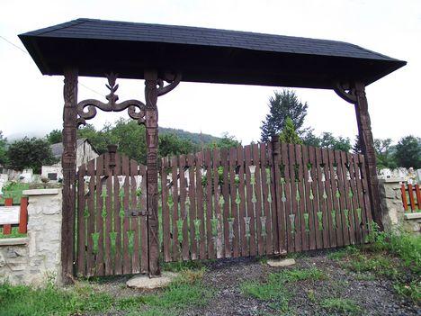 Pusztafalu temető székely kapuja