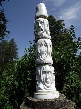 Hollóháza templom kert