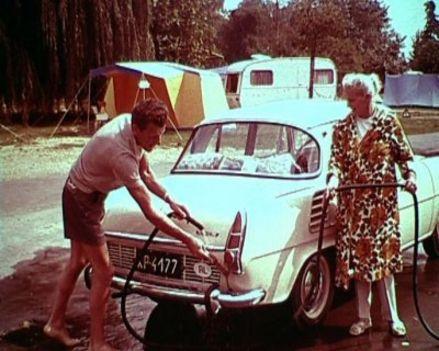 Autómosás a kempingben