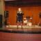 Karaoke a színpadon.