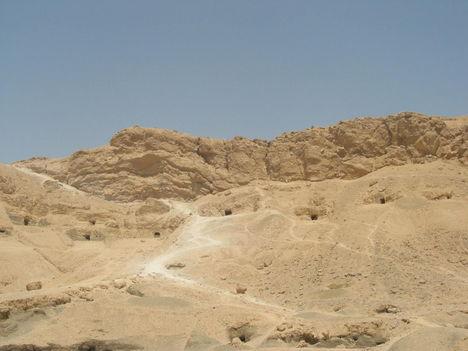 Újbirodalom korából származó magánsírok bejáratai