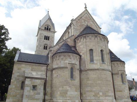 A felújított templom Lébényben-00