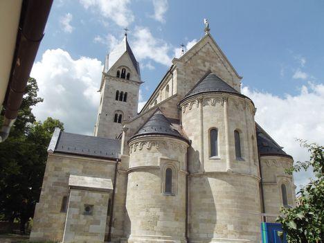 A felújított templom Lébényben-98
