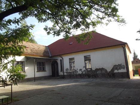 A volt iskola udvara