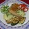 Sült csirkecomb, grillezett cukkini, párolt rizs