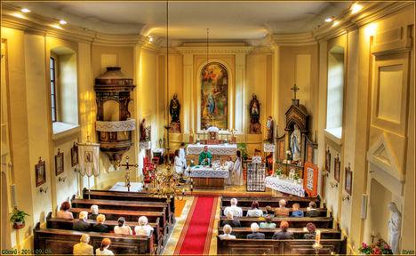 Szentmise Gönyű Templomában