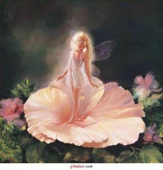 virágsziromban angyali leányka