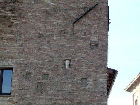 isola - a Caetani torony - Pulzella márványfeje