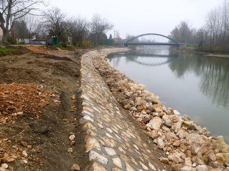 Készül a Mosoni-Duna partrendezése Halászi község belterületén, 2014. november 25.