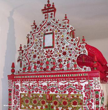 Kalotaszegi vetett tornyos ágy