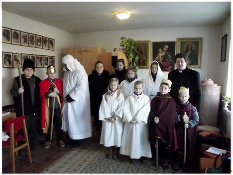 A Pásztorjáték szereplői Gergő atyával 3