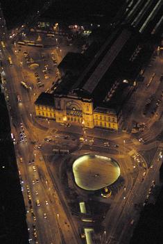 Éjszakai légifotó a Keleti pályaudvarról