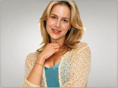 Rita Bennett - Julie Benz