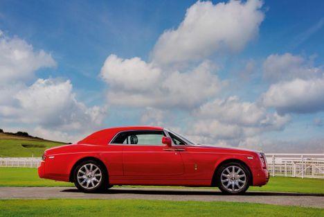 A Ferrarit utánozó Rolly-Royce Phantom 1