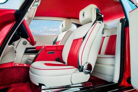 A Ferrarit utánozó Rolly-Royce Phantom 2