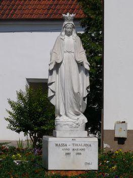 12599192 (1)  Massa a Szűzanya szobra