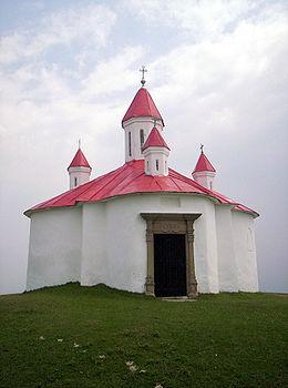 KÉZDISZENTLÉLEK A Szent István tiszteletére emelt kápolna a Perkő csúcsán