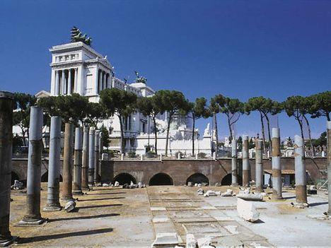 a Basilica Ulpia ma