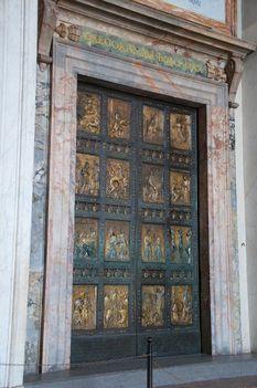 Basilica S. Pietro Holy doors