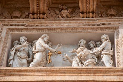 Basilica S. Pietro relief under balcon