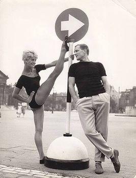 Balogh Edina és Klapka György a Hősök terén. 1960-as évek.
