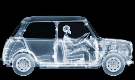 Nick Veasey: Mini Driver, 2012. július © Nick Veasey / Caters / Picture Media