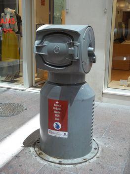 Sevilla, utcai hulladékgyűjtő
