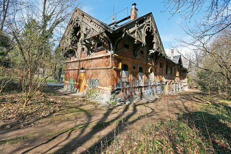 A Hegyvidéki Helytörténeti Gyűjtemény mentheti meg a lepusztult indóházat, az egykori lóvasút zugligeti végállomását (Veres Viktor - nol.hu