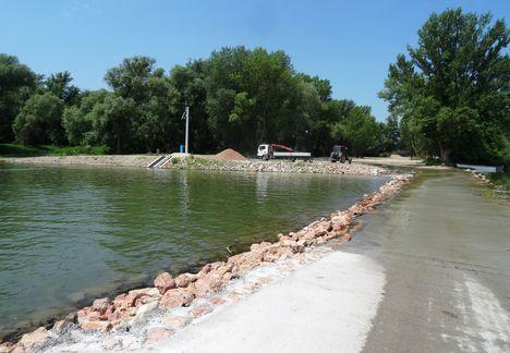 Bagaméri mellékág vízpótlása az Árvai zárásnál, hullámtéri vízpótlórendszer, 2015. június 02.-án