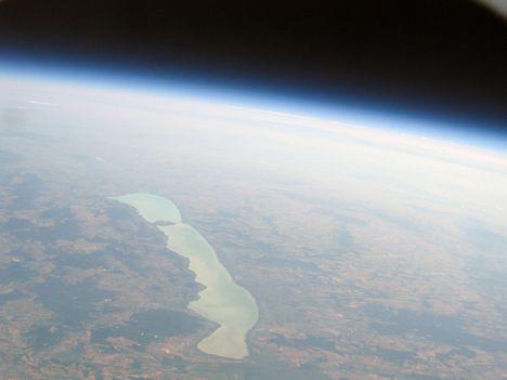 A Balaton 30 kilométer feletti magasságból Zala felől fényképezve (héliumballon - Pannonian Near Space Project)