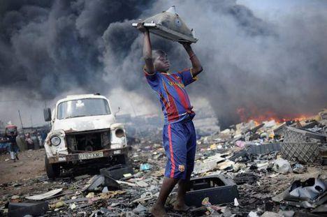 Accrában, Ghána fővárosában a szemétgyűjtők által lakott részeket Szodomának és Gomorának nevezik - teljes városrészek élnek az elektronikus hulladékból (sg.hu)