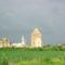 BÁCS A bácsi vár háttérben balról a Szent Pál katolikus templommal, jobbról pedig a ferencesek templomával