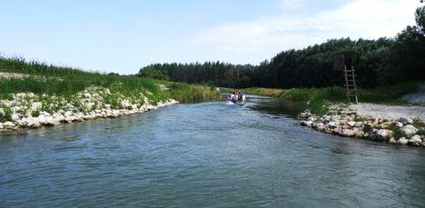 Feketeerdei holtág vízpótlását biztosítja a Mosoni-Duna felől az új mederszakasz, 2015. július 23